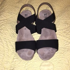 Like new black Mephisto wedge sandals 39/9 Barbara